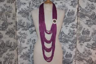 Original : long sautoir  (laine, fleur en tissu et bouton ancien)