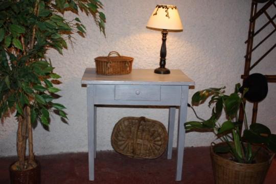 """Petite table patinée """"gris bleu"""""""