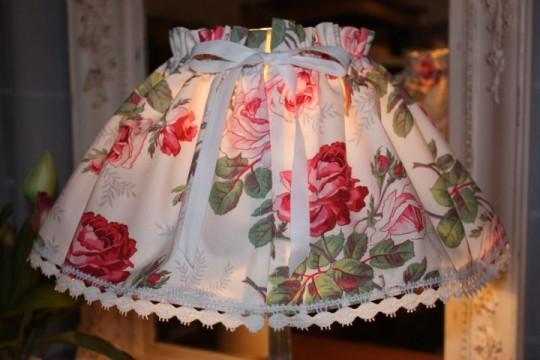 Kit de création couture: jupon abat-jour (toile fleurie)