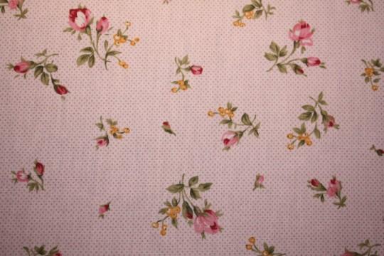 Tissu : petites fleurs sur fond rose pale