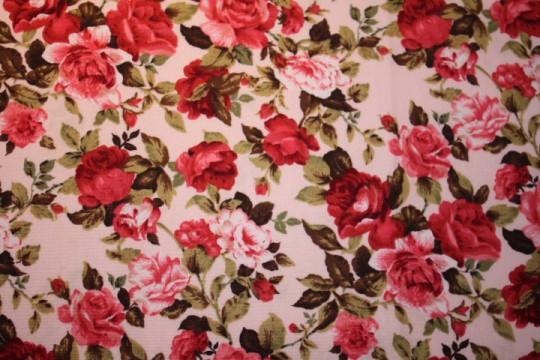 Tissu : bouquet de roses sur fond beige