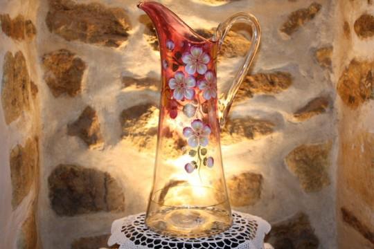 Superbe broc en verre émaillé