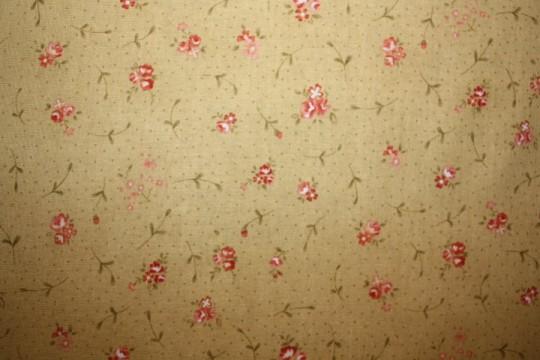 Tissu : petites fleurs sur fond ocre
