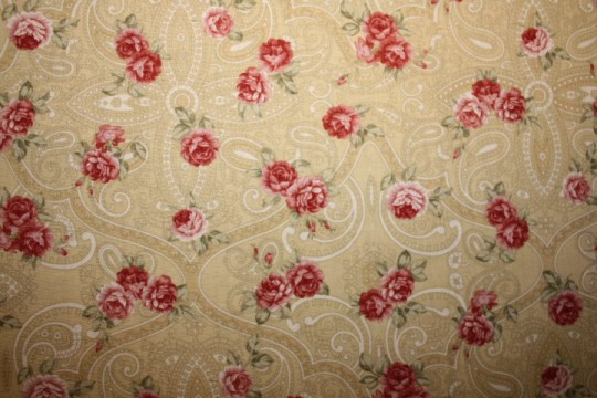 Tissu : bouquets de roses sur fond ocre