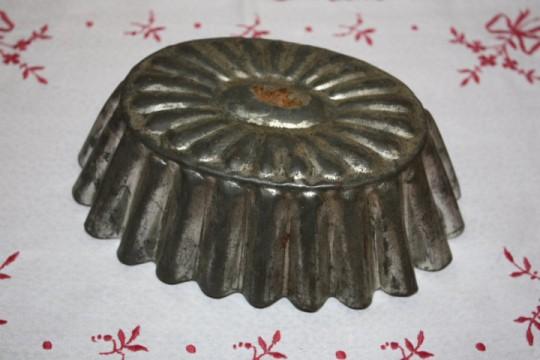 Ancien moule à gâteaux en fer
