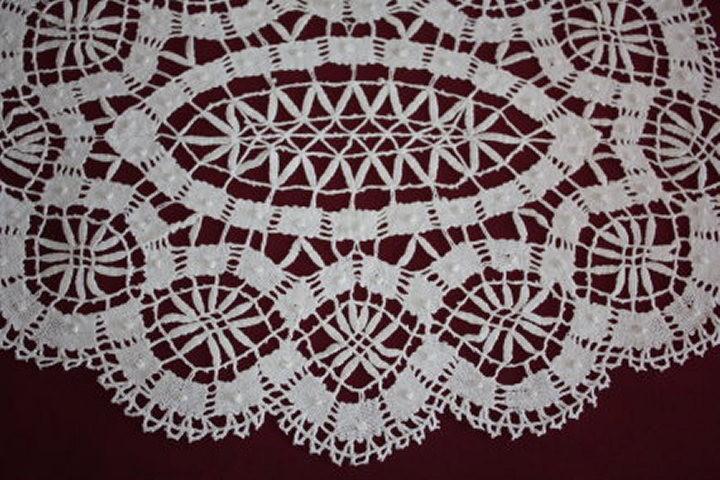 Pin napperon dentelle aux fuseaux crochet genuardis portal on pinterest - Napperon dentelle crochet ...