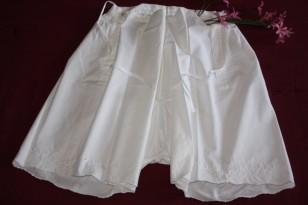ancienne culotte de grand-mère brodée