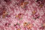 Tissu : bouquets sur fond vieux rose